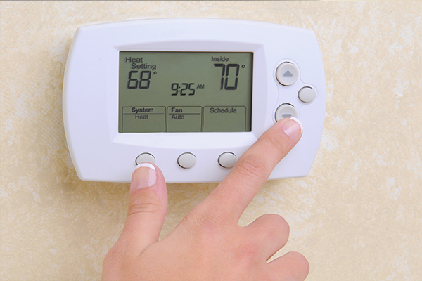 An image showing a thermostat